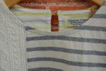 ジーンナッソーズのカーディガンとTシャツ。